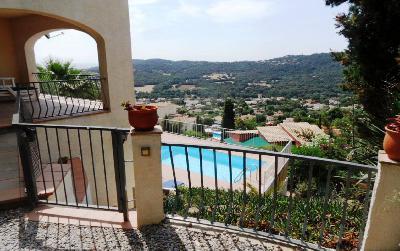 Agréable villa avec 4 chambres, studio, piscine, et vue sur mer