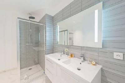 STUDIO LUXUEUSE ET LUMINEUSE AU 51 Avenue Montaigne,  75008 Paris,  France 860€