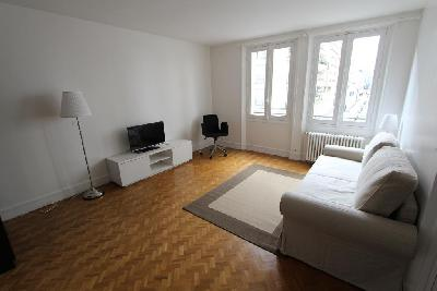 Studio ou T1 27m² meublé-Bordeaux&parking inclus+WIFI/Tram B