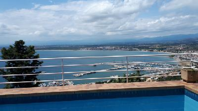 Costa Brava Appart dans villa avec piscine et vue panoramique sur la mer.