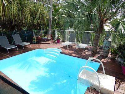 Villa créole avec piscine dans quartier très résidentiel