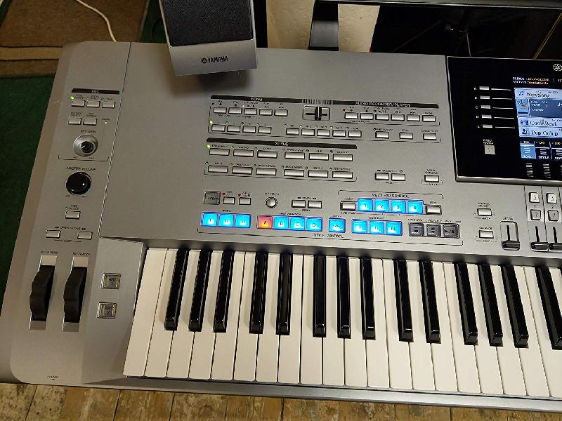 Yamaha Tyros 5 76 notes