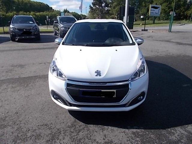 PEUGEOT 208 Signature PureTech 82 S/S (start and stop) / BVM 5 / 5 portes/ Ess