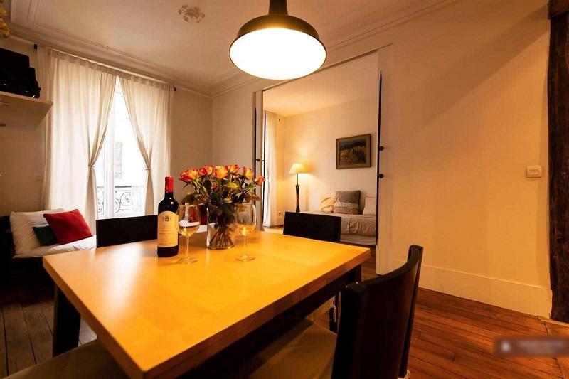 Location meublée appartement 3 pièces 50 m² Paris 11E .Charme.